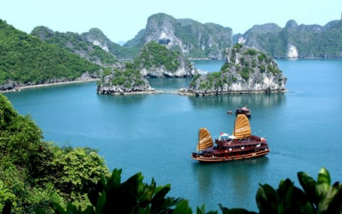 Ha Long Bay among 10 most popular Asian attractions - ảnh 1