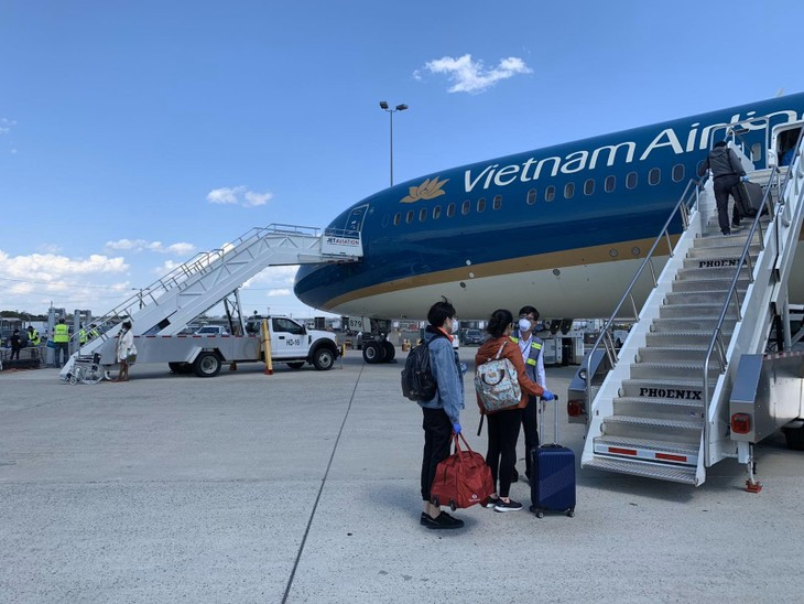 Vietnam repatriates 500 more citizens from Europe, US - ảnh 2
