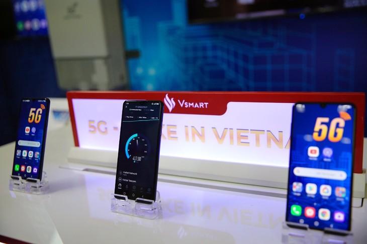 Vingroup produces Vietnam's first 5G smartphones - ảnh 1