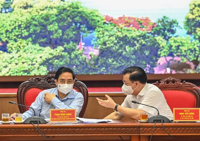 PM asks Hanoi to put COVID-19 containment first - ảnh 1