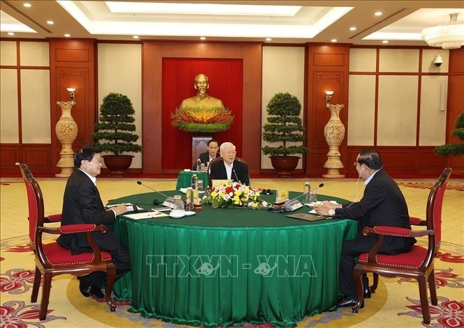 Vietnamese, Cambodian, Lao top leaders discuss cooperation orientations - ảnh 1