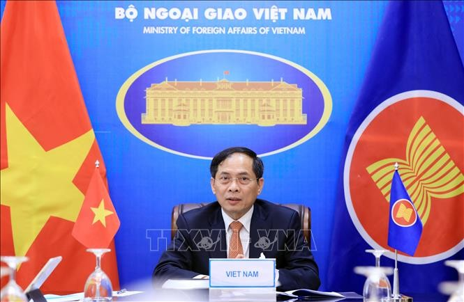 Vietnam calls on ASEAN to maintain principle stance on issues affecting regional peace, stability - ảnh 1