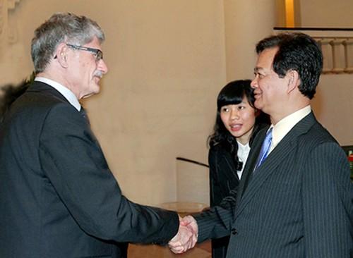 ผู้นำรัฐบาลและรัฐสภาเวียดนามให้การต้อนรับประธานรัฐสภาเดนมาร์คMorgens Lykketoft - ảnh 1
