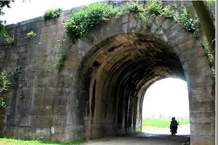 เยือนมรดกโลก กำแพงราชวงศ์ Hồ ในจังหวัดThanh Hóa  - ảnh 2