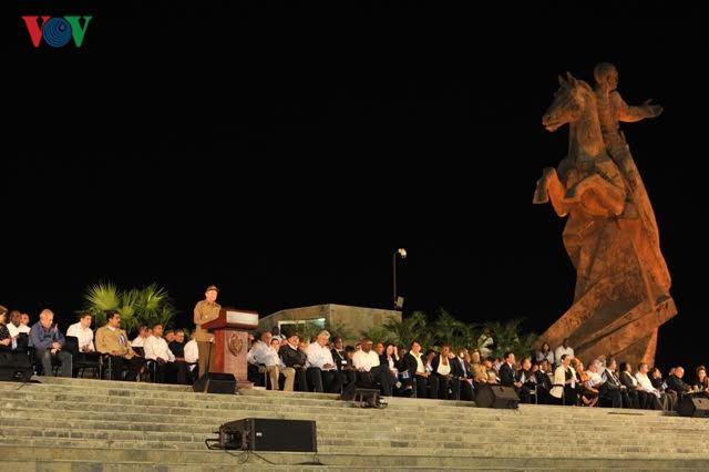 ประธานฟิเดล คาสโตร สัญลักษณ์แห่งการปฏิวัติคิวบา - ảnh 3