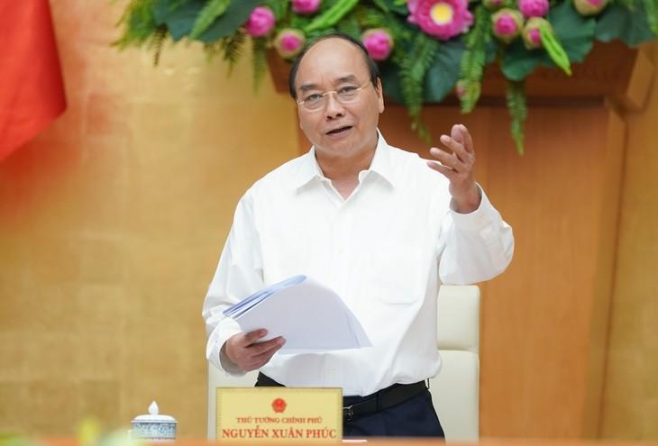 นายกรัฐมนตรีเหงวียนซวนฟุกหารือข้อราชการกับผู้บริหารจังหวัดบิ่งถวนและดั๊กนง - ảnh 1