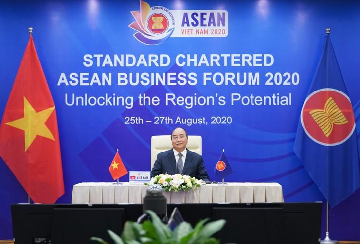 นายกรัฐมนตรี เหงียนซวนฟุก เข้าร่วมฟอรั่มธุรกิจASEAN Standard Chartered 2020 - ảnh 1