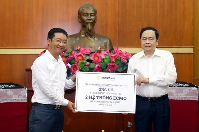 Более 2,2 млрд донгов были собраны для борьбы с COVID-19 во Вьетнаме - ảnh 1