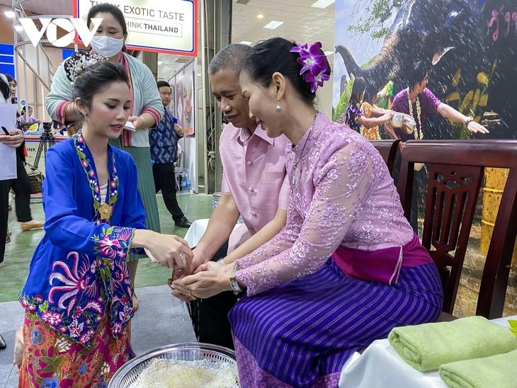 """เปิดงานมิตรภาพ """"หมู่บ้านมิตรภาพไทย-เวียดนามเพื่อการพัฒนาอย่างยั่งยืน"""" - ảnh 4"""