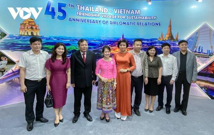 """เปิดงานมิตรภาพ """"หมู่บ้านมิตรภาพไทย-เวียดนามเพื่อการพัฒนาอย่างยั่งยืน"""" - ảnh 6"""