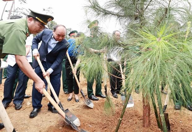 ประธานประเทศเหงวียนซวนฟุกเข้าร่วมกิจกรรมรณรงค์ปลูกต้นไม้เพื่อรำลึกถึงประธานโฮจิมินห์ - ảnh 1