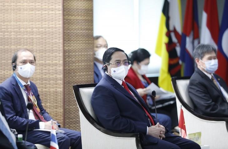 นายกรัฐมนตรีฝามมินชินห์เสร็จสิ้นภารกิจในกรอบการประชุมผู้นำอาเซียนด้วยผลสำเร็จอย่างดีงาม - ảnh 1