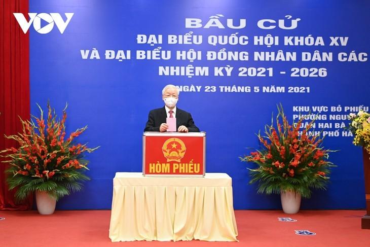 ผู้มีสิทธิ์เลือกตั้งเวียดนามไปเลือกตั้งอย่างแข็งขันเพื่อเลือกผู้แทนรัฐสภาและสภาประชาชนทุกระดับ - ảnh 1