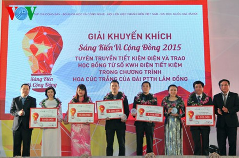 Prizes awarded for community initiatives competition - ảnh 2