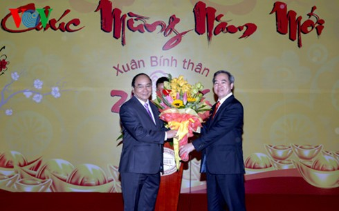 Deputy PM extends new year greetings to banks - ảnh 1