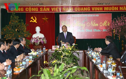 Deputy PM extends new year greetings to banks - ảnh 2