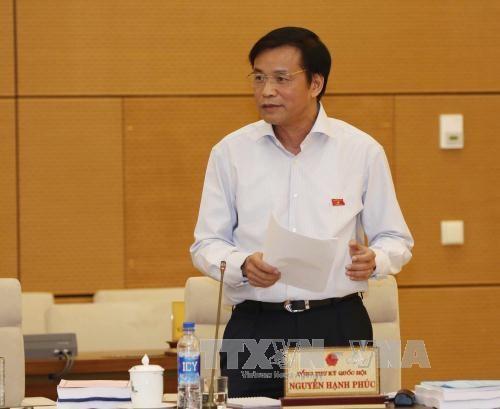 越南国会各个委员会举行全体会议审议经济社会发展计划执行情况 - ảnh 1