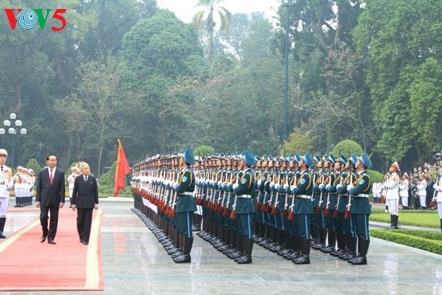 陈大光主持正式欢迎仪式并会见日本天皇和皇后 - ảnh 1