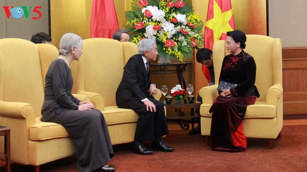 越南国会主席阮氏金银会见日本天皇和皇后 - ảnh 1