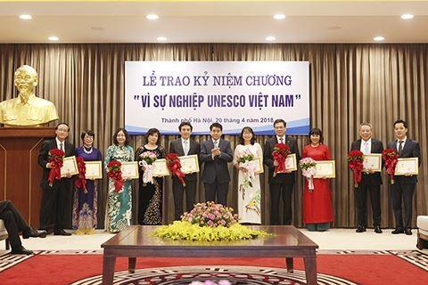 首都河内20名优秀个人荣获《为了越南联合国教科文组织事业》纪念章 - ảnh 1