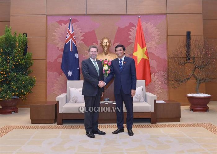 越南国会秘书长、国会办公厅主任阮幸福会见澳大利亚参议院议长 - ảnh 1