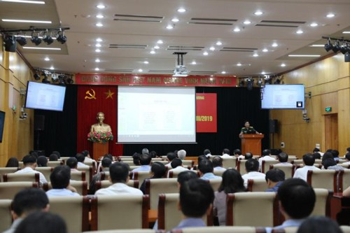 """""""越南经济在国际新背景下的有关问题和展望""""专题会议举行 - ảnh 1"""