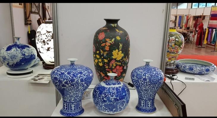 为越南传统手工艺村融入国际做出贡献 - ảnh 1