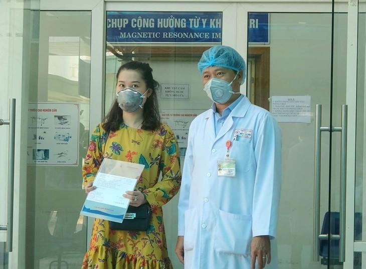 越南多名新冠肺炎患者已经治愈出院 - ảnh 1