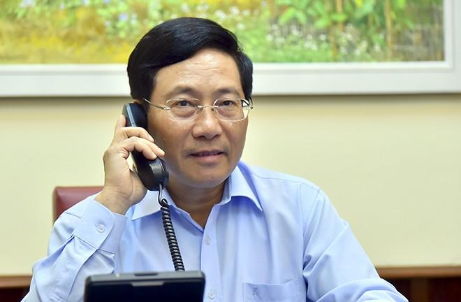越南政府副总理兼外长范平明与加拿大外长通电话 - ảnh 1