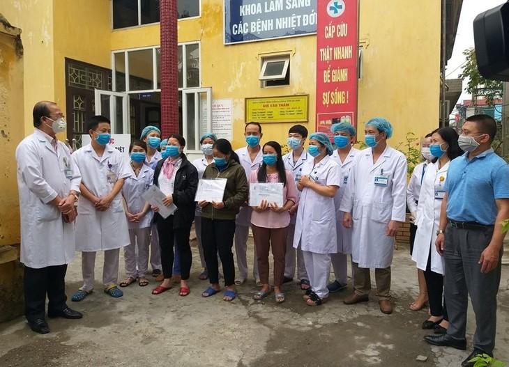 越南再有3例新冠肺炎患者治愈出院 - ảnh 1