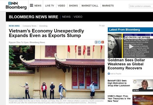 彭博社:尽管受新冠肺炎疫情影响但越南经济增长率仍超出预测 - ảnh 1