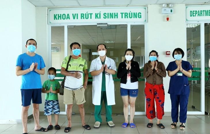越南再有5例新冠肺炎患者治愈出院 - ảnh 1