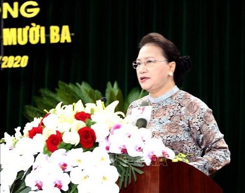 越南国会主席阮氏金银会见越南英雄母亲代表团 - ảnh 1