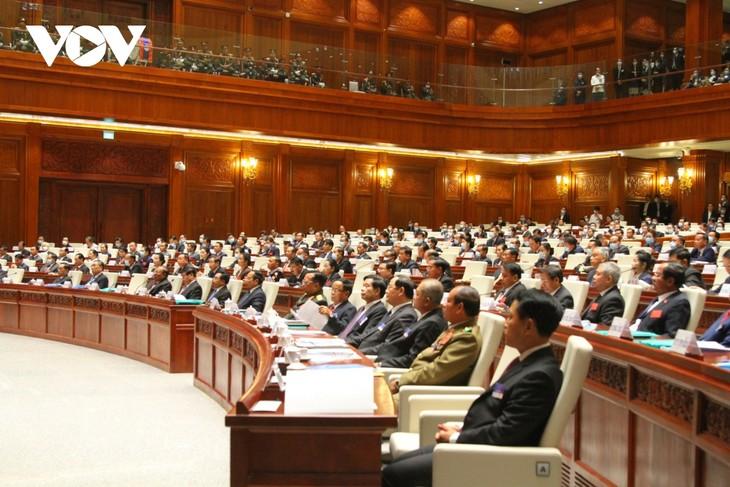 越南领导人向老挝领导人致贺电 - ảnh 1