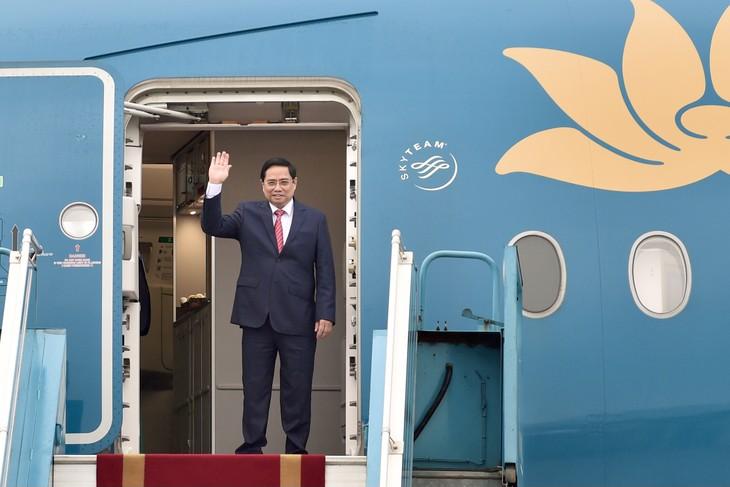 越南政府总理范明政启程出席东盟领导人会议 - ảnh 1