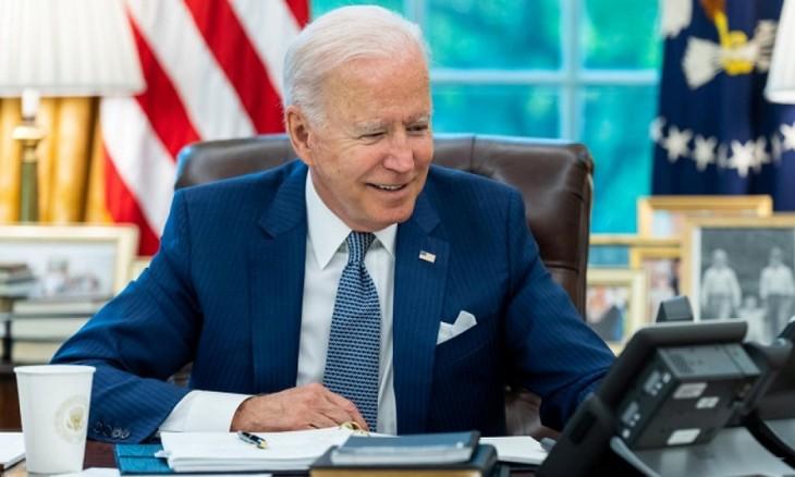 美国总统拜登与法国总统马克龙通电话 法美关系缓和 - ảnh 1
