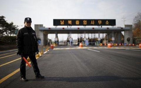 Nordkorea unterbricht alle militärischen Kommunikationen mit Südkorea  - ảnh 1