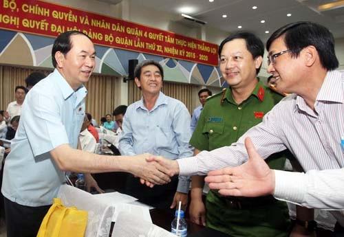Staatspräsident Tran Dai Quang trifft Wähler in inneren Stadtbezirken von Ho-Chi-Minh-Stadt - ảnh 1