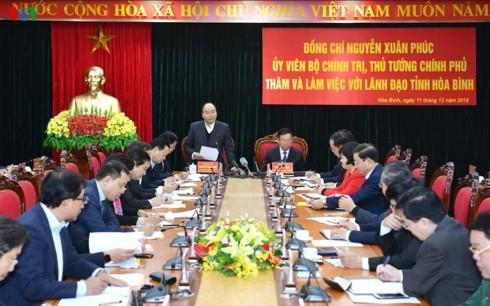Premierminister Nguyen Xuan Phuc trifft wichtige Beamte von Hoa Binh - ảnh 1
