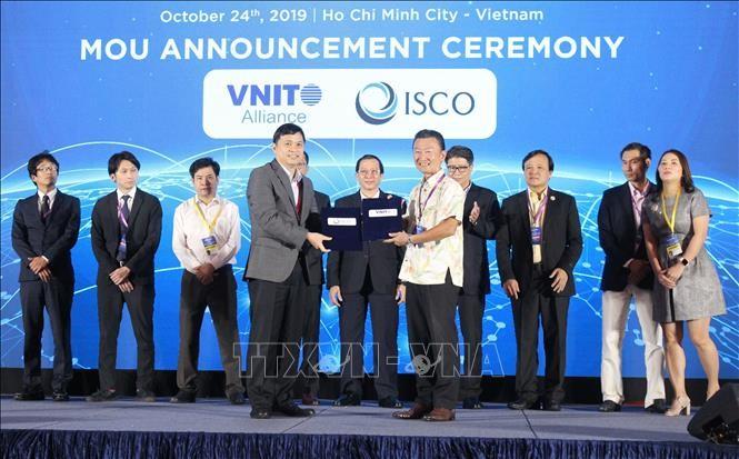 Eröffnung der Konferenz über Entwicklung der Dienstleistungen für vietnamesische Informationstechnologie - ảnh 1