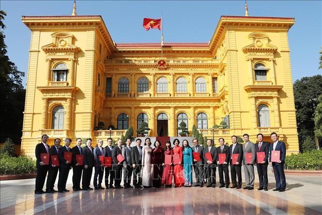 Vizestaatspräsidentin Dang Thi Ngoc Thinh überreicht Botschafter-Ernennungen - ảnh 1