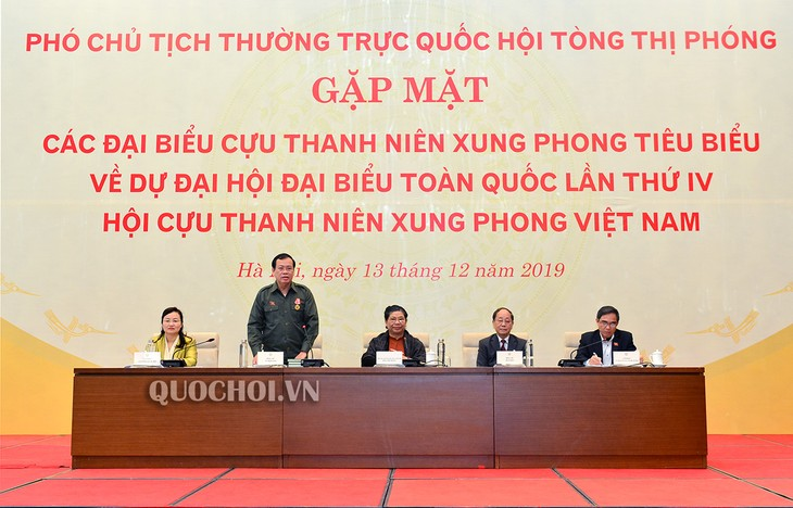 Vizeparlamentspräsidentin Tong Thi Phong trifft Vertreter ehemaliger junger Helfer im Krieg - ảnh 1