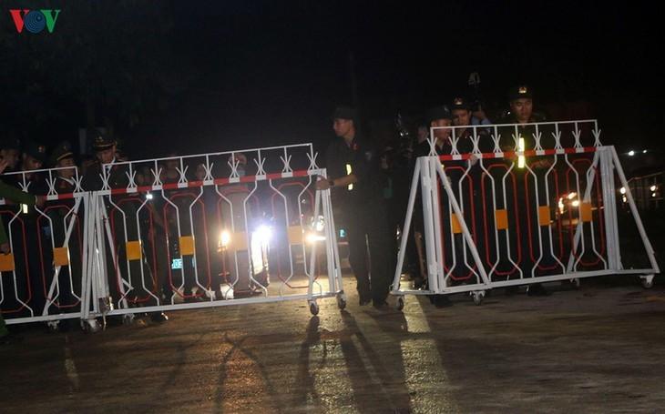 Unmittelbar vor Aufhebung der Wachen um Gemeinde Son Loi - ảnh 10