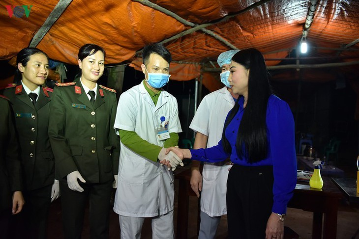 Unmittelbar vor Aufhebung der Wachen um Gemeinde Son Loi - ảnh 16