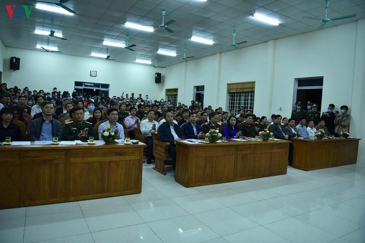 Unmittelbar vor Aufhebung der Wachen um Gemeinde Son Loi - ảnh 2