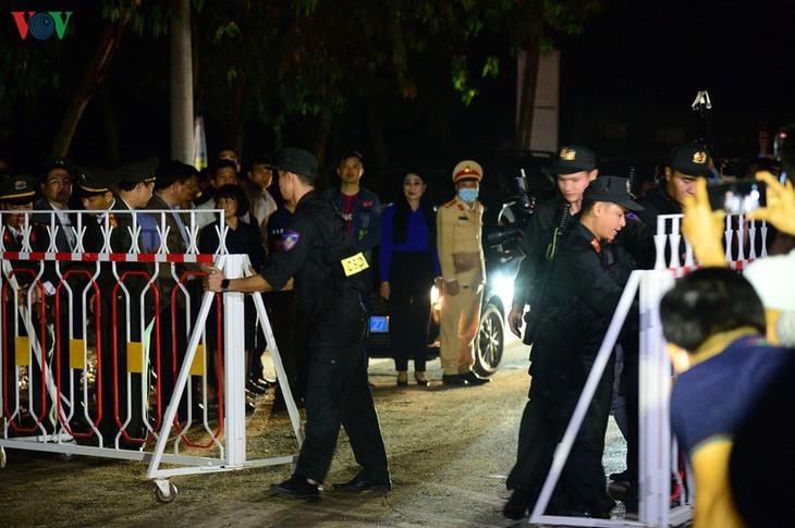 Unmittelbar vor Aufhebung der Wachen um Gemeinde Son Loi - ảnh 9