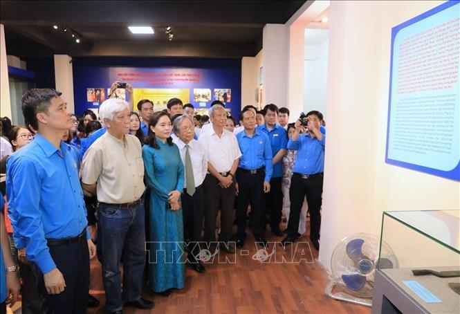 """Ausstellung """"Präsident Ho Chi Minh mit Arbeiterklasse und Gewerkschaftsbund Vietnams"""" - ảnh 1"""