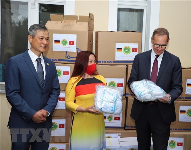 Vietnamesische Gemeinschaft in Deutschland will mit Deutschen COVID-19 bekämpfen - ảnh 1