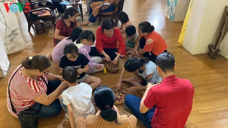 Kinder informieren sich über traditionelle Dui-Seiden Vietnams - ảnh 8