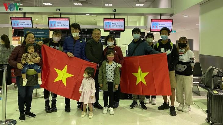 Vietnamesische Bürger aus Australien und Neuseeland fliegen nach Vietnam - ảnh 1